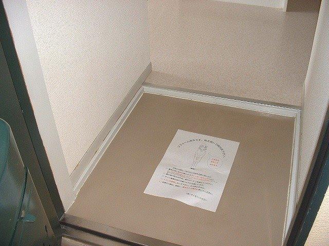 グレースタウンB 101号室の玄関