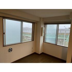グランシャリオ 0401号室のリビング
