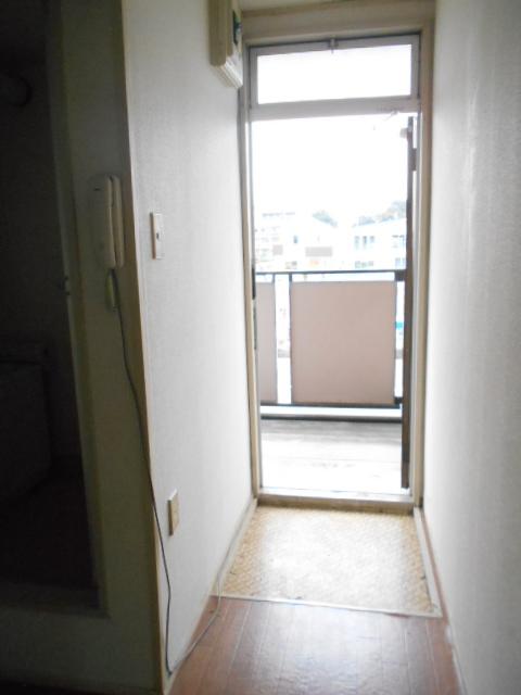 ハイツ中村 207号室の玄関