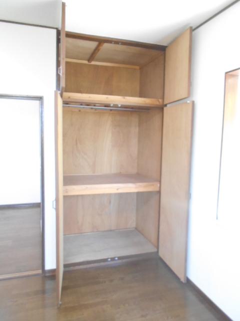 レオハイツ 110号室の収納
