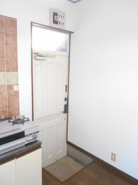 レオハイツ 110号室の玄関