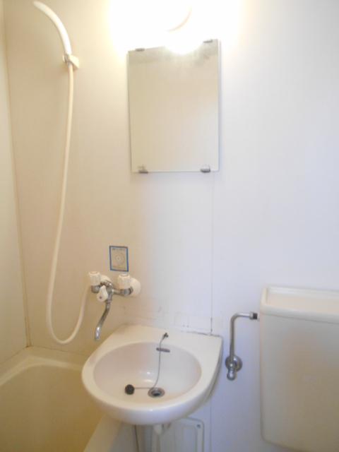 レオハイツ 110号室の洗面所