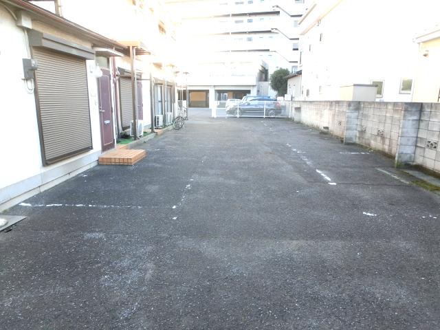 リレント谷塚テラスハウスの駐車場