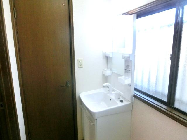 リレント谷塚テラスハウスの洗面所