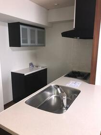 ロワール横濱レムナンツ 1303号室のキッチン