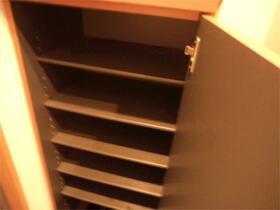 片岡ビル 201号室の収納
