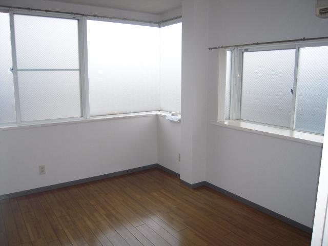 第二パーク越谷 301号室の居室