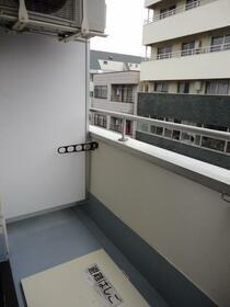 遠山ビル 303号室のバルコニー