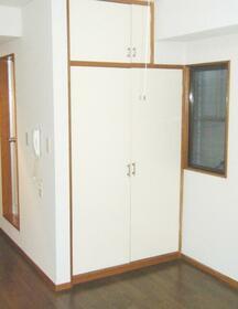 吉川サンパレス 210号室の収納