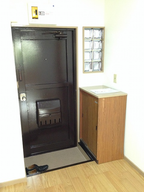 木崎コーポ 202号室の玄関
