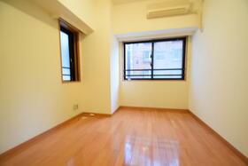 フローレンスパレス御茶ノ水フィアンコ 201号室の玄関