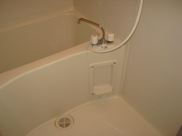 APARTMNET α 102号室の風呂