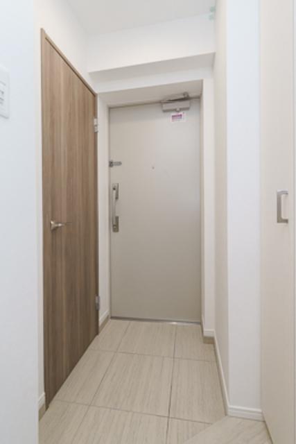 THE AXIS KOJIMACHI 204号室の玄関