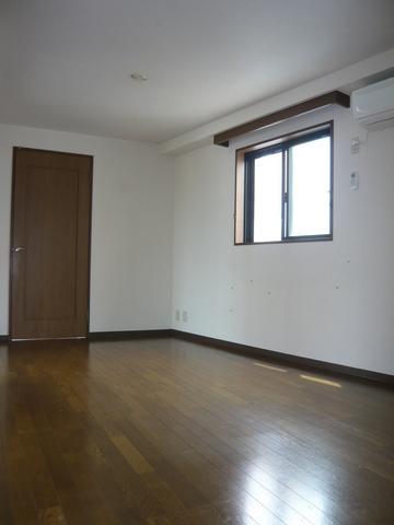 ミラベル関谷 1001号室のリビング