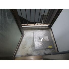 ホーユービル 402号室のバルコニー