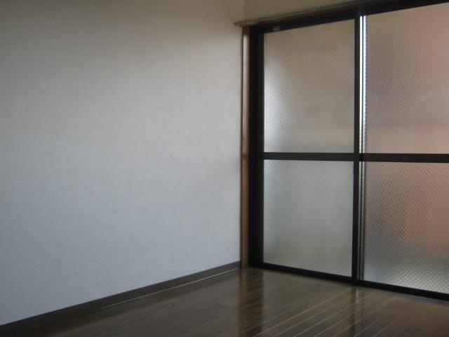 ワナー桜木 207号室のリビング