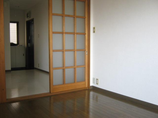 ワナー桜木 207号室の居室