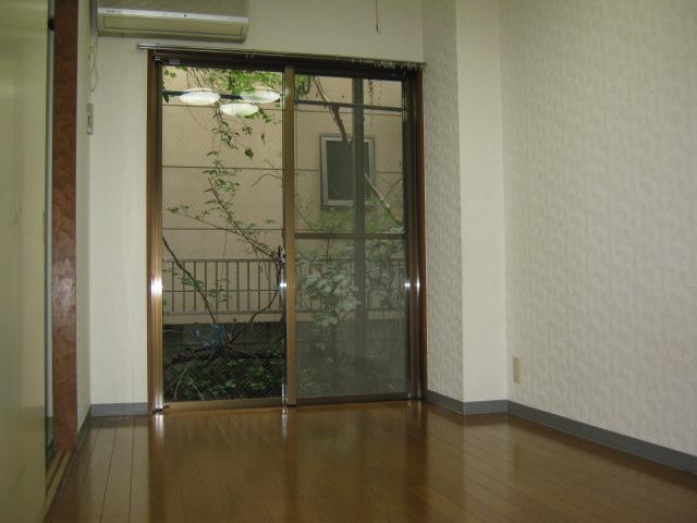 ラヴィータフォルトナ 101号室のリビング