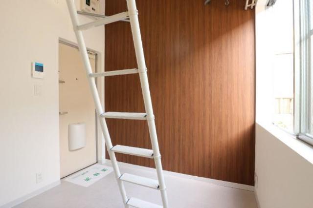 R-STYLE竹ノ塚 1st 205号室のリビング