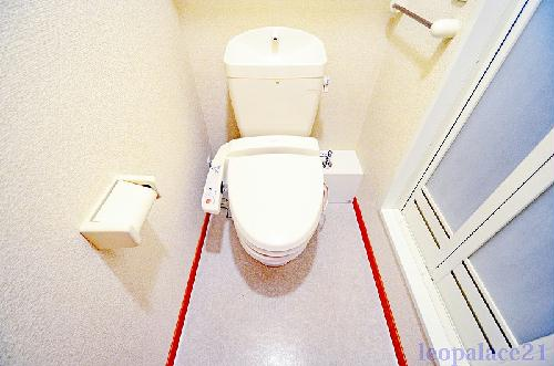 レオパレスパームヒルズA 104号室のトイレ