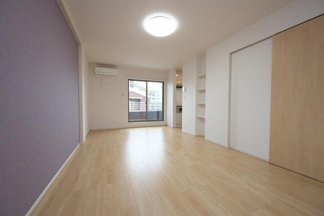 グラン ベルデB 02030号室のリビング