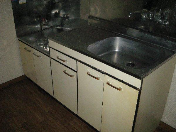 メゾン深大寺 201号室のキッチン