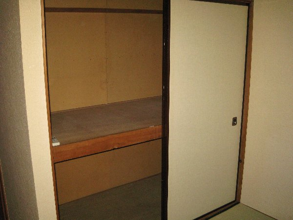 メゾン深大寺 201号室の収納