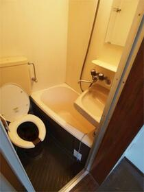 ライフピアグレイス 205号室の洗面所