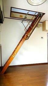 ライフピアグレイス 205号室のリビング