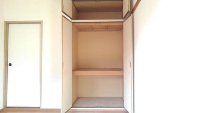リバーサイド中川B 01020号室の収納