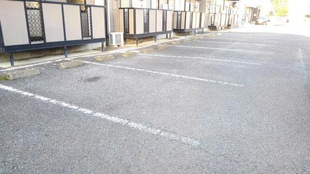 リバーサイド中川B 01020号室の駐車場