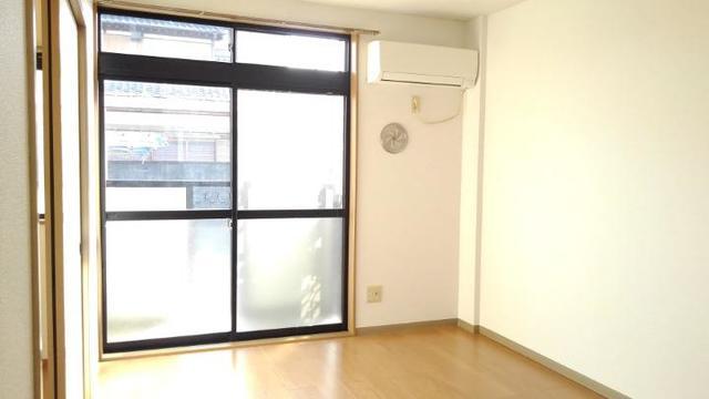リバーサイド中川B 01020号室のリビング