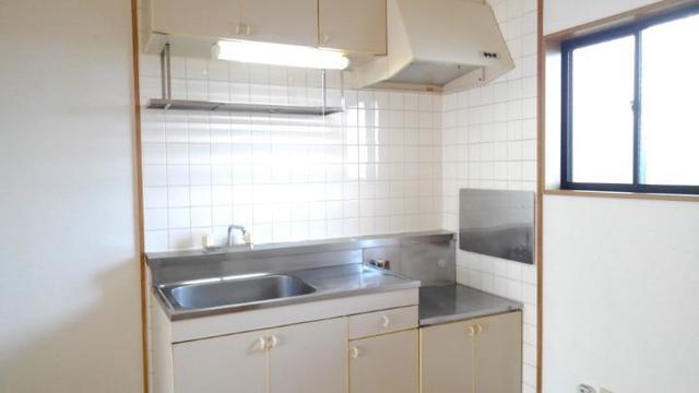 リバーサイド中川B 01020号室のキッチン