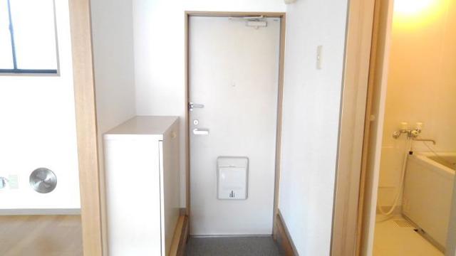 リバーサイド中川B 01020号室の玄関