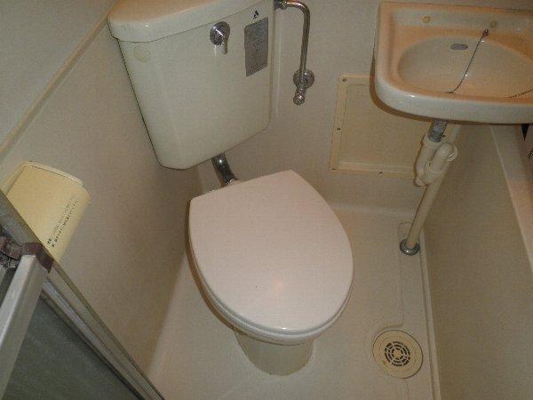 中川ビル 203号室のトイレ