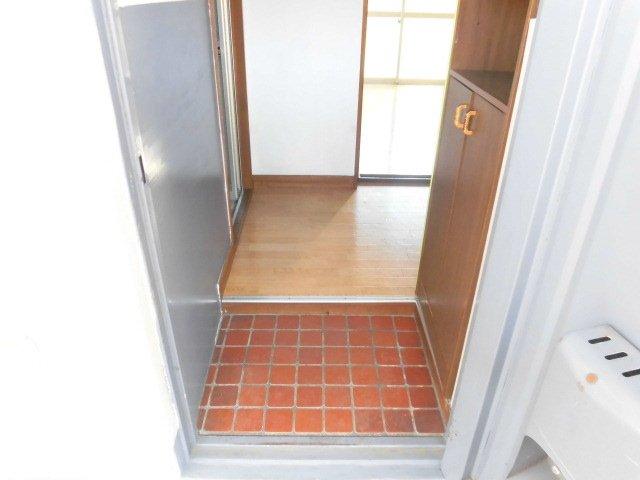 コーポサンライズ 202号室の玄関