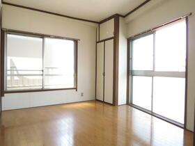 松本マンション 302号室のリビング