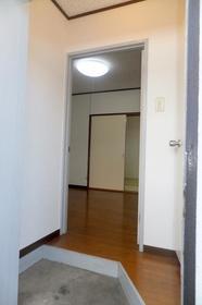 木原荘 102号室の玄関