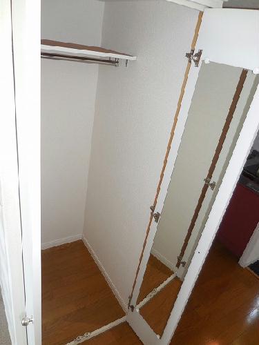 レオパレスクラージュ 201号室の収納
