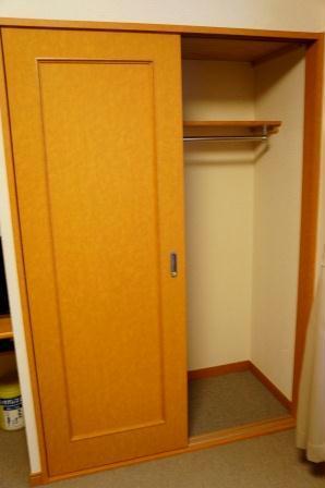レオパレス紅葉 203号室の収納