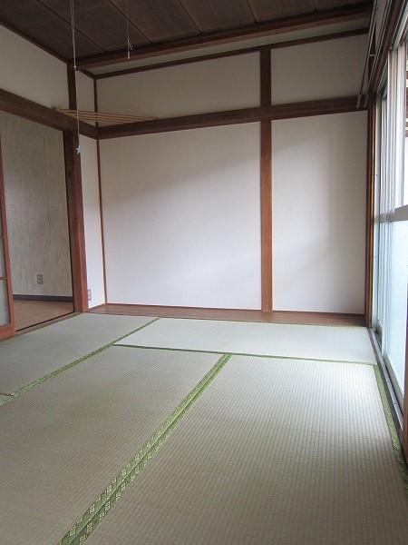 川崎荘 202号室のリビング