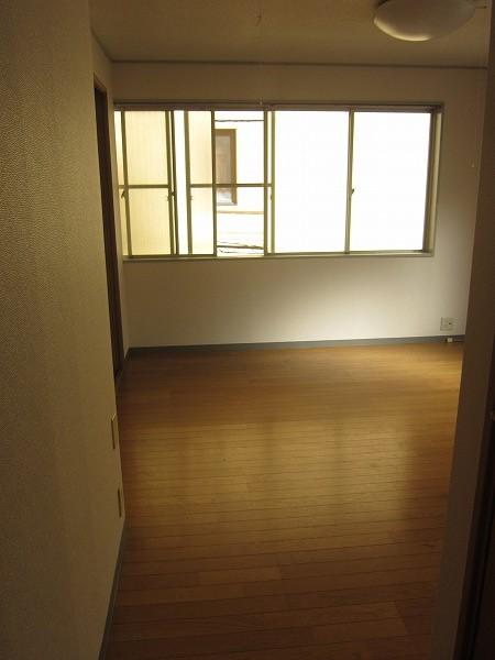 間橋ビル 202号室の玄関