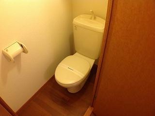 レオパレスエクセル・ケン 108号室のトイレ