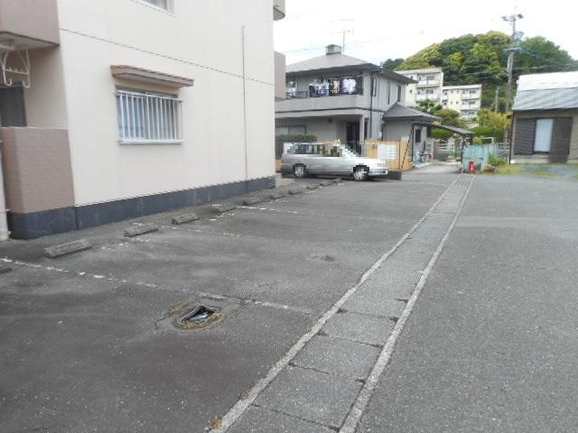 コートフレーベル 401号室の駐車場
