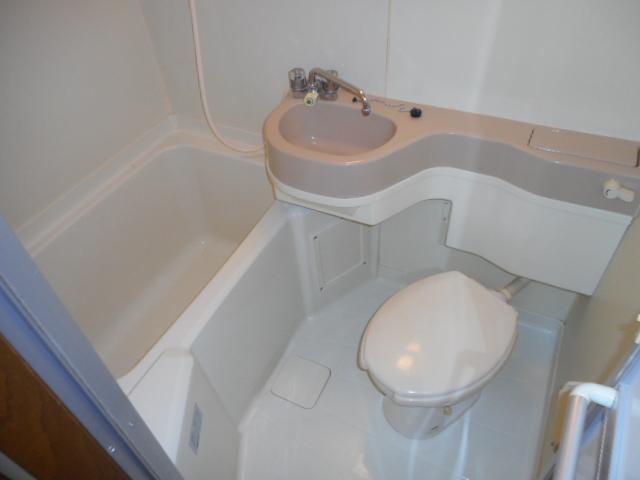 コートフレーベル 401号室の風呂