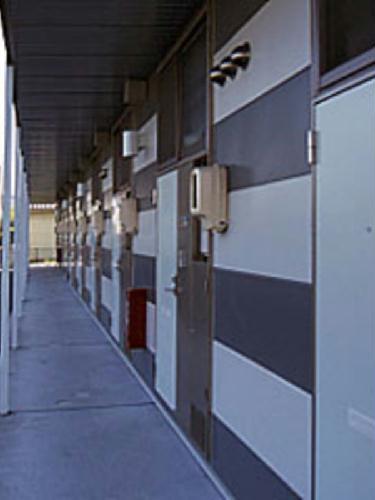 レオパレスファースト 104号室のエントランス