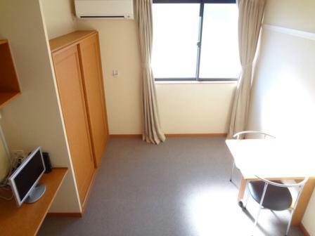レオパレスCOZY 206号室のベッドルーム