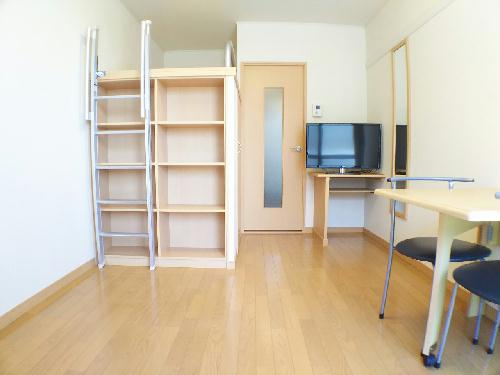 レオパレスMANATO 201号室の居室