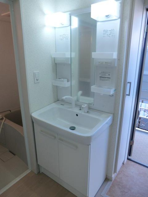 アコス浦和 104号室の洗面所