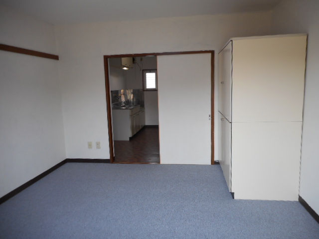 メゾンMORI 303号室のリビング